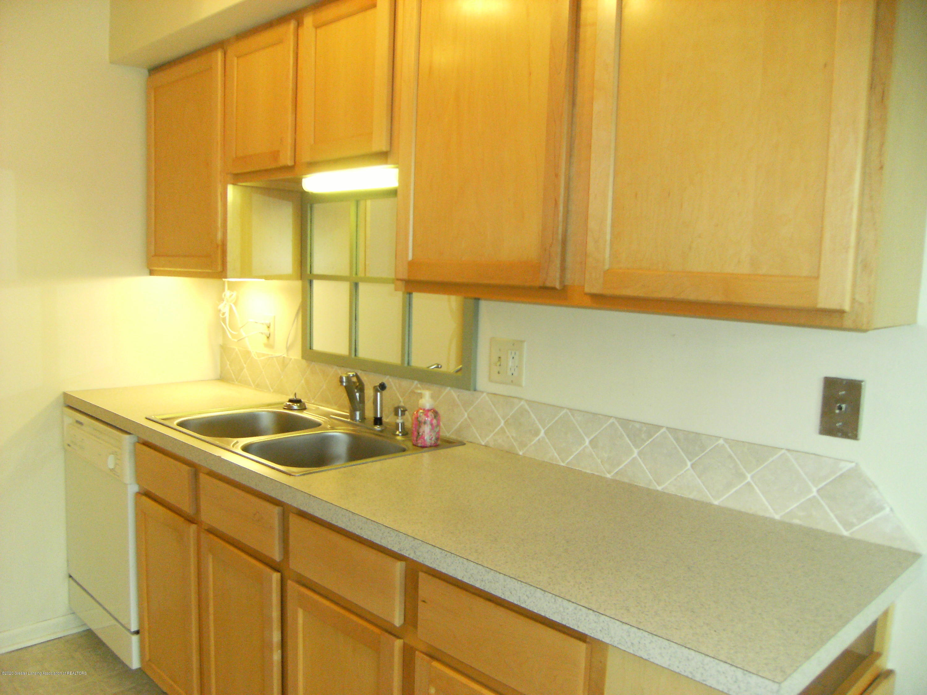 2044 Hamilton Rd 29 - Kitchen - 7