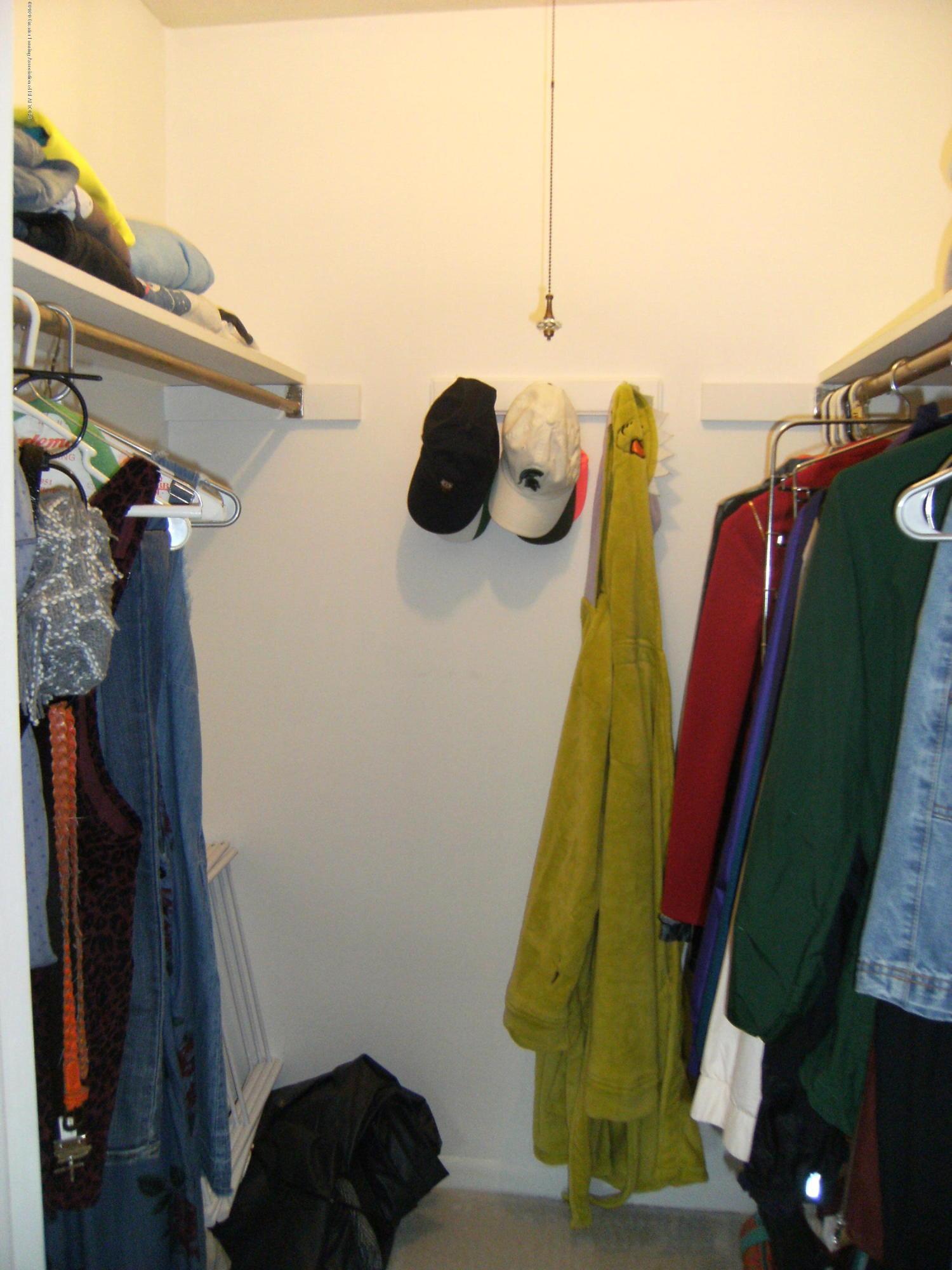 2044 Hamilton Rd 29 - Walk in closet - 11