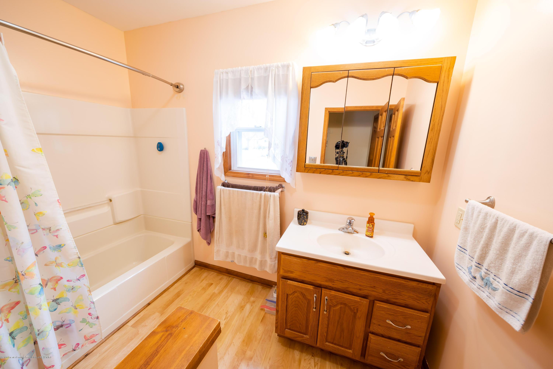 8008 N Welling Rd - Bathroom - 12