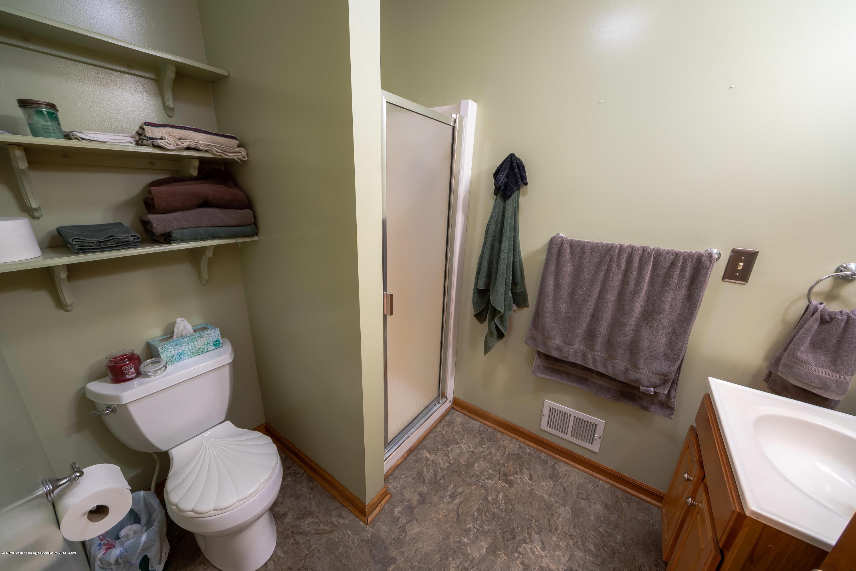 8008 N Welling Rd - Bathroom - 8