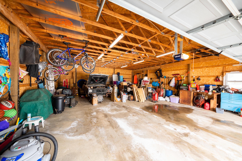 8008 N Welling Rd - Garage - 24