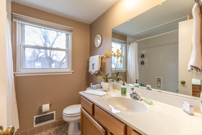 2101 Heights Ave - Full Bath - 22