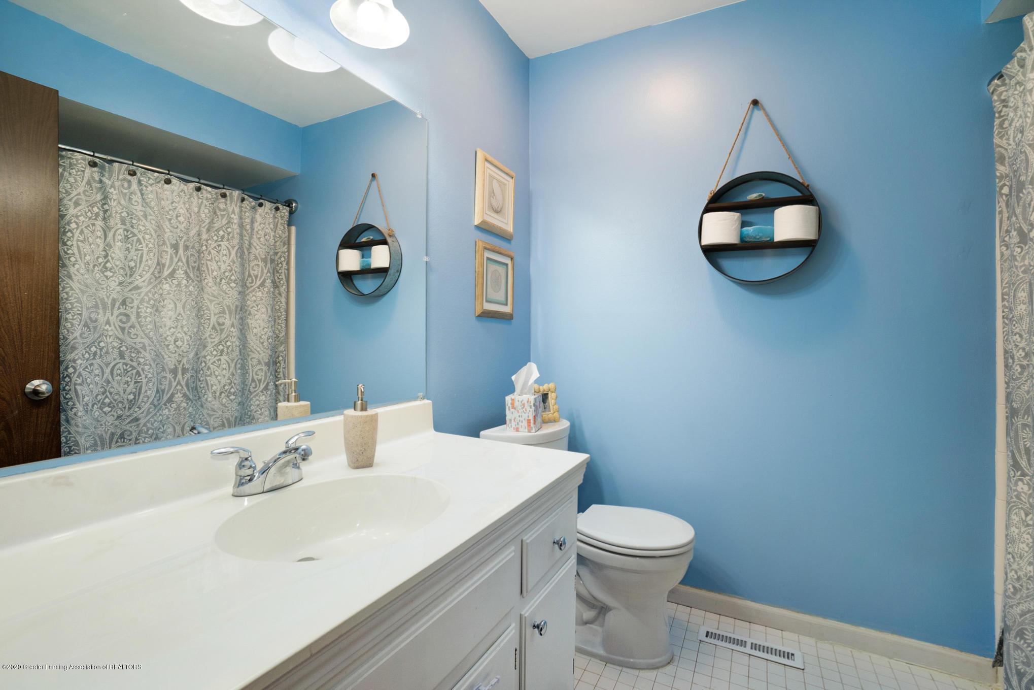 1051 Ramblewood Dr - Full Bathroom - 27