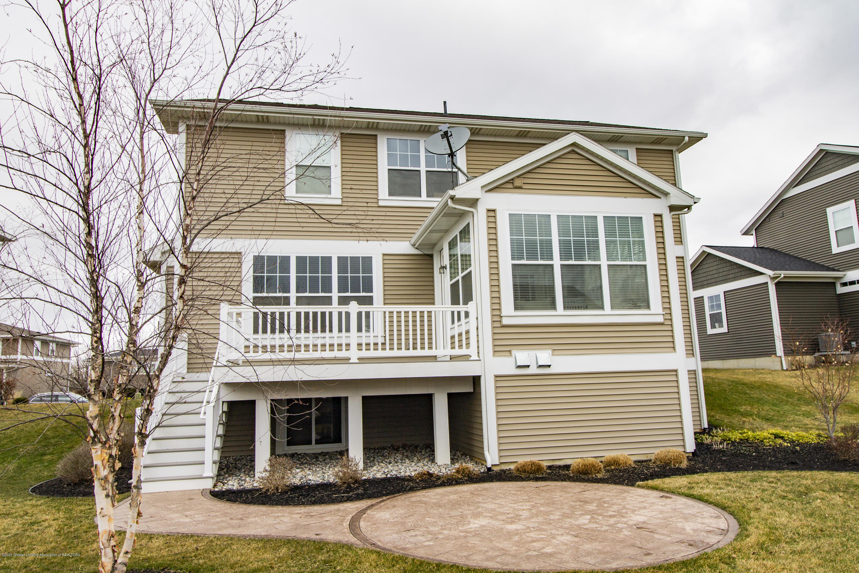 2753 Kittansett Dr - back spring - 60