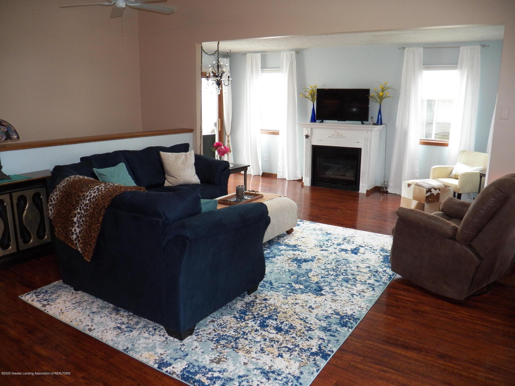 7427 Glen Terra Dr 25 - living room - 4
