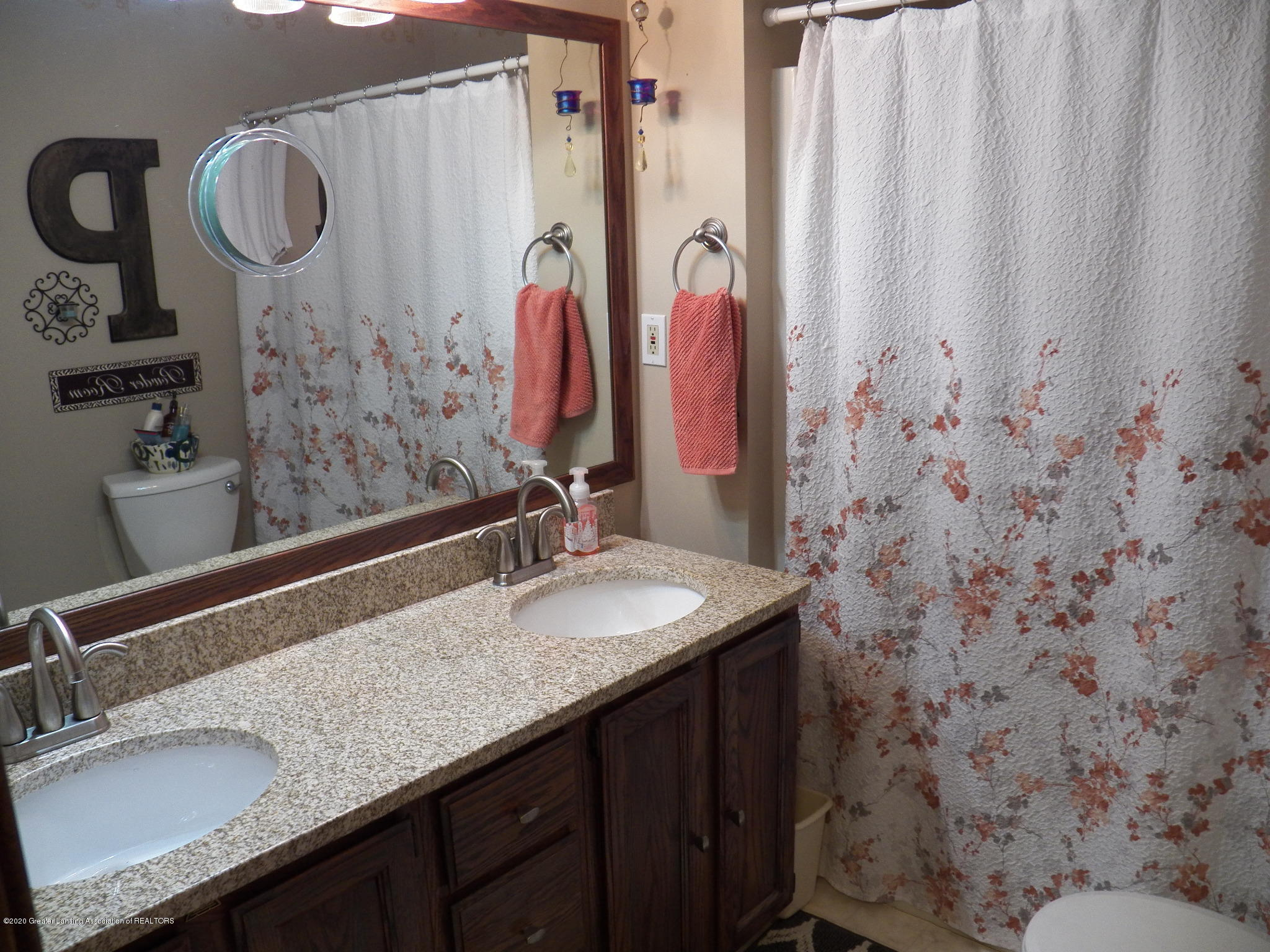 7427 Glen Terra Dr 25 - main bath - 14