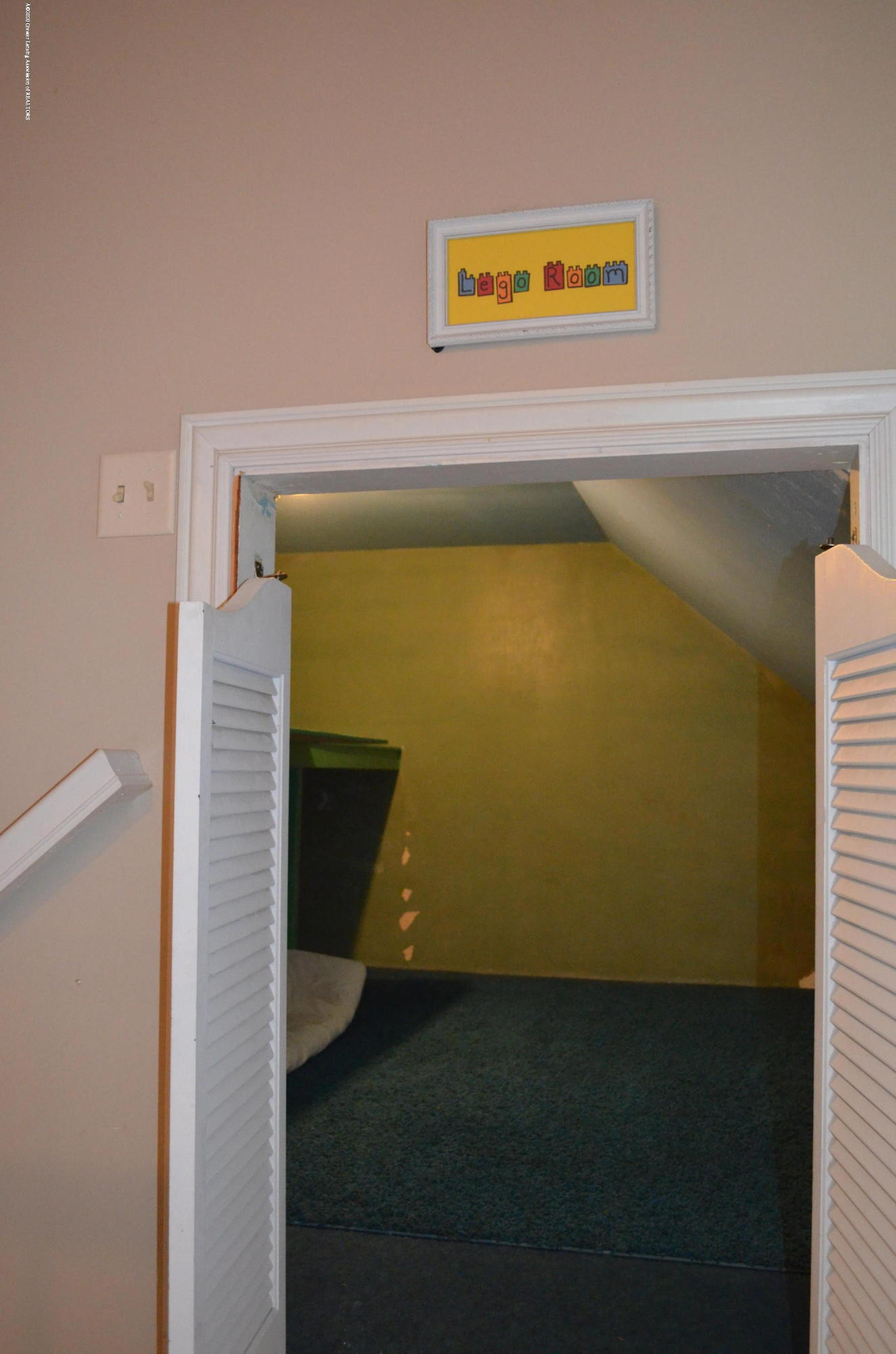 1165 Harper Rd - 2nd Floor cubby - 39