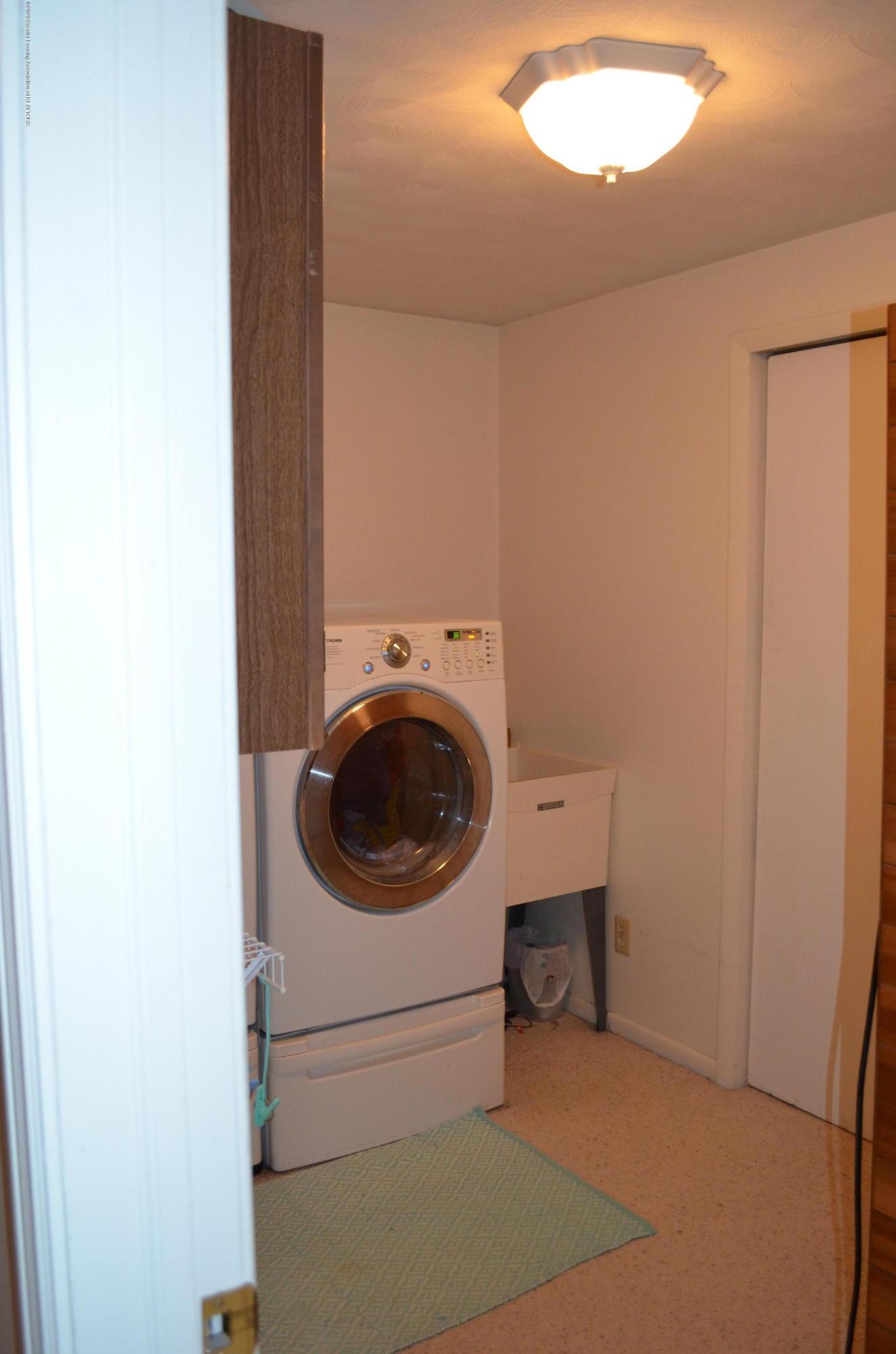 1165 Harper Rd - 2nd Floor Laundry - 35