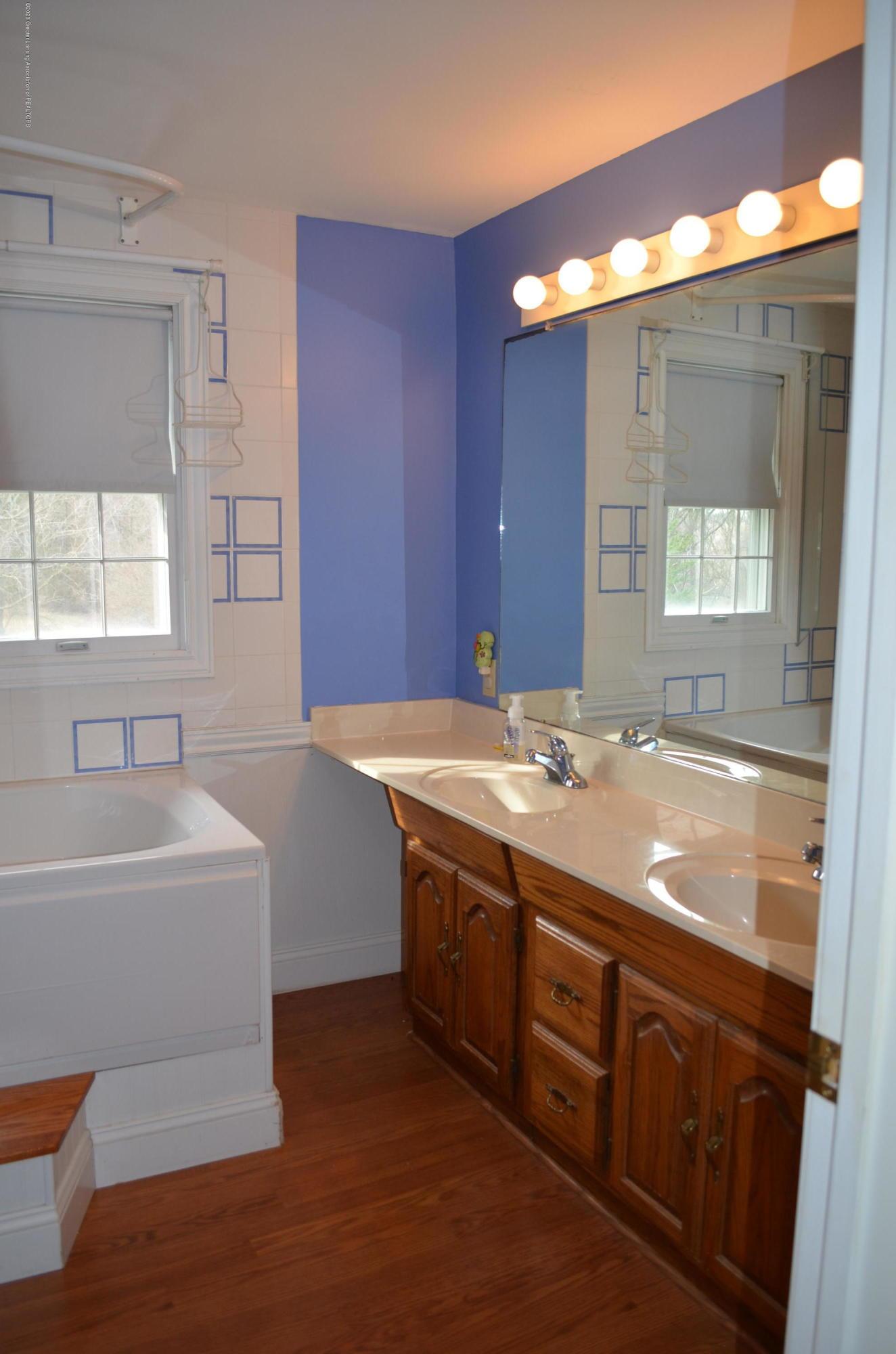 1165 Harper Rd - 2nd Floor Bath - 28