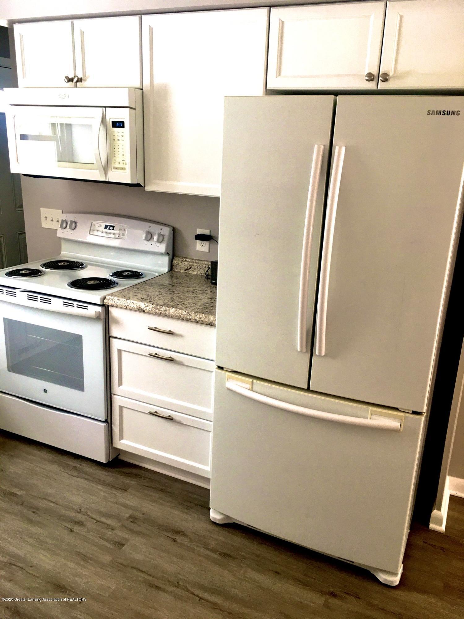 903 Tisdale Ave - Kitchen-frig-stove - 3