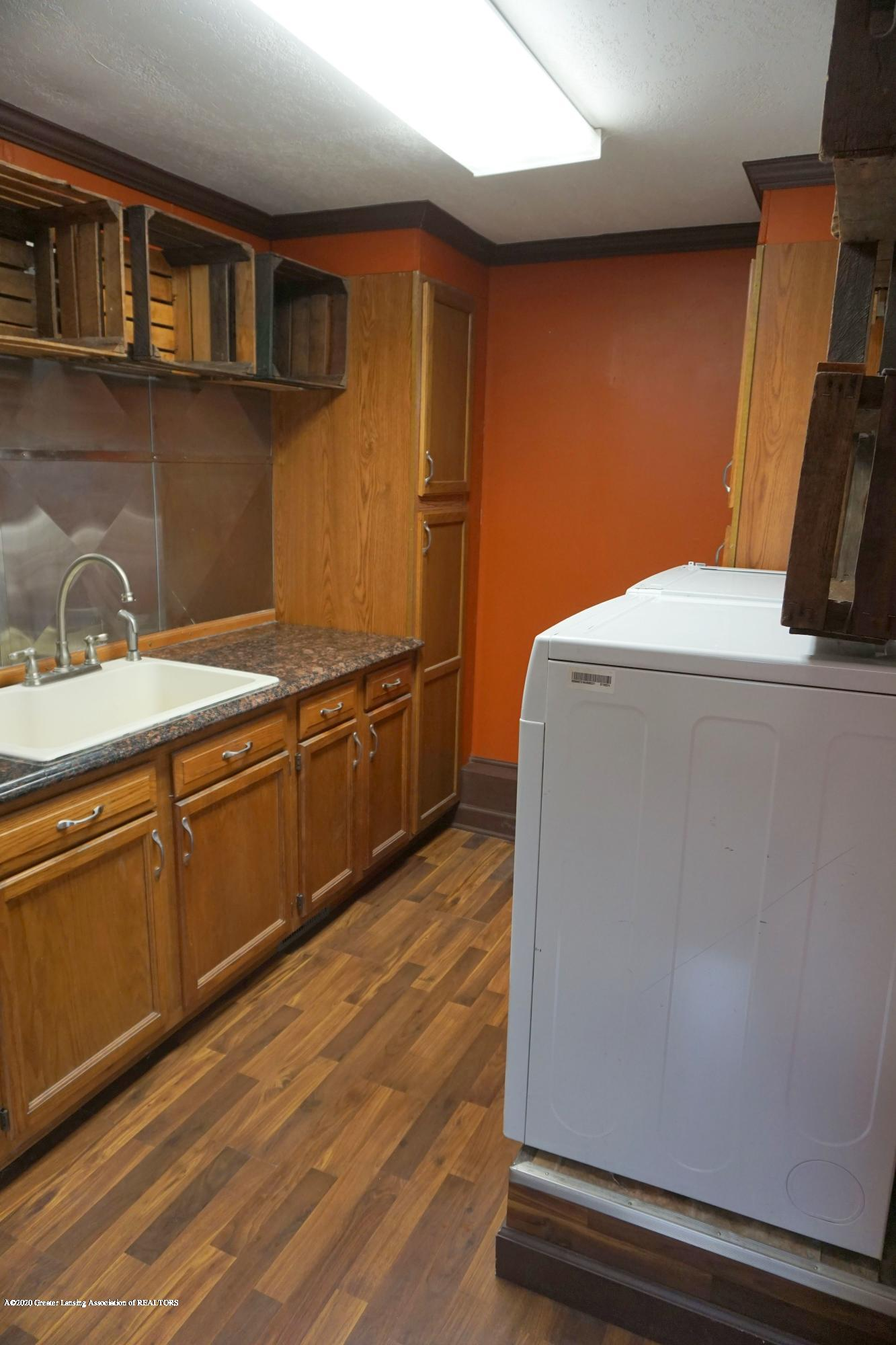 11950 Woodbury Rd - Sink in Laundry Room - 31