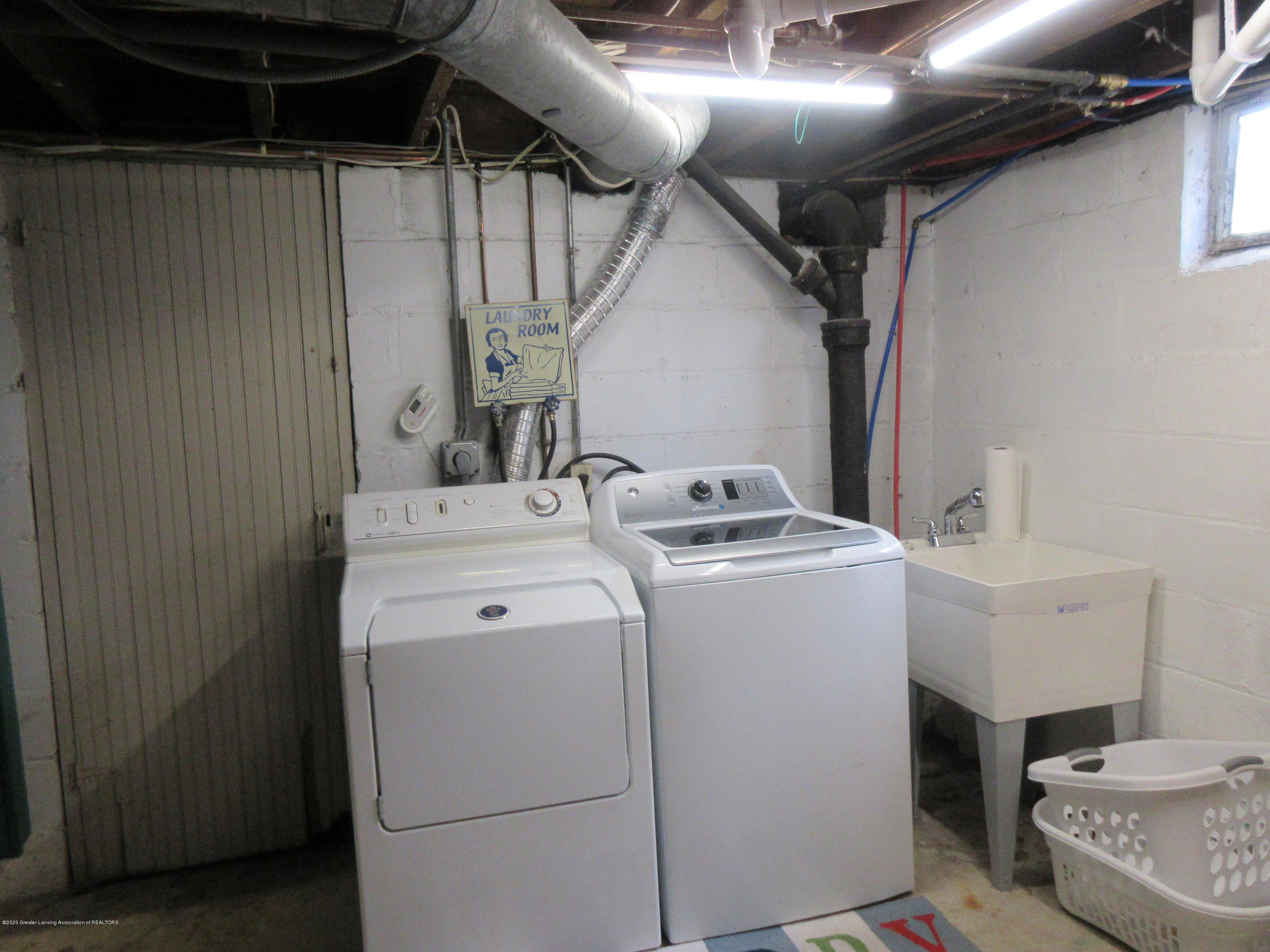 825 N Verlinden Ave - washer and dryer stay - 21