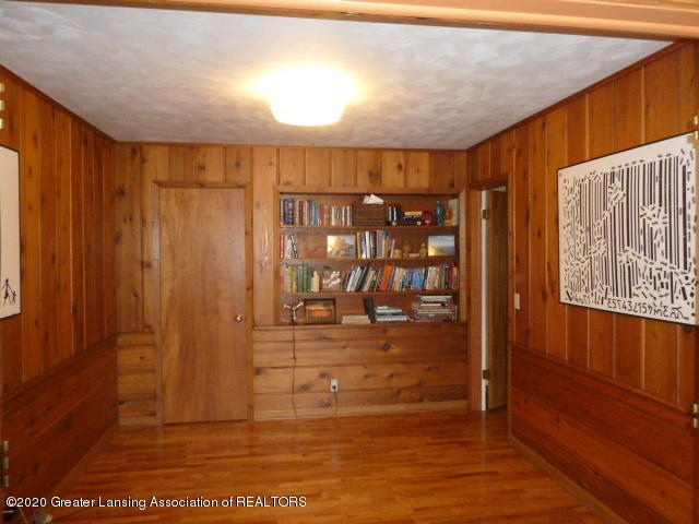 226 Kenberry Dr - Library View 1 - 17