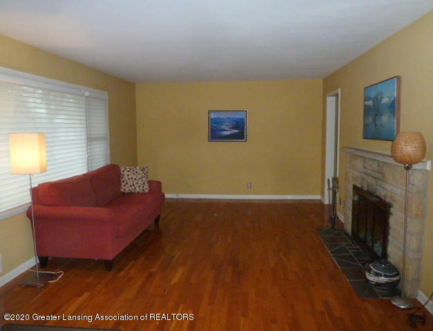 226 Kenberry Dr - Living Room View1 - 4