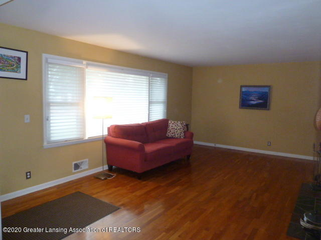 226 Kenberry Dr - Living Room View2 - 5