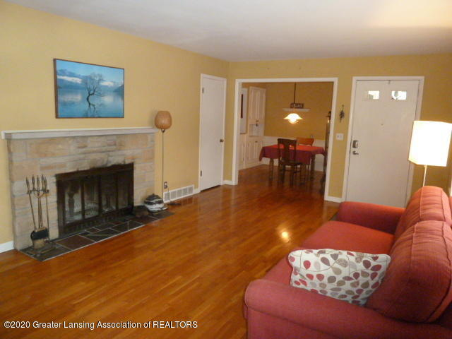 226 Kenberry Dr - Living Room View3 - 6