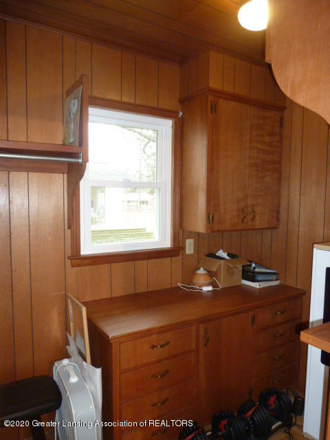 226 Kenberry Dr - Walk-in with Built-in dresser - 25