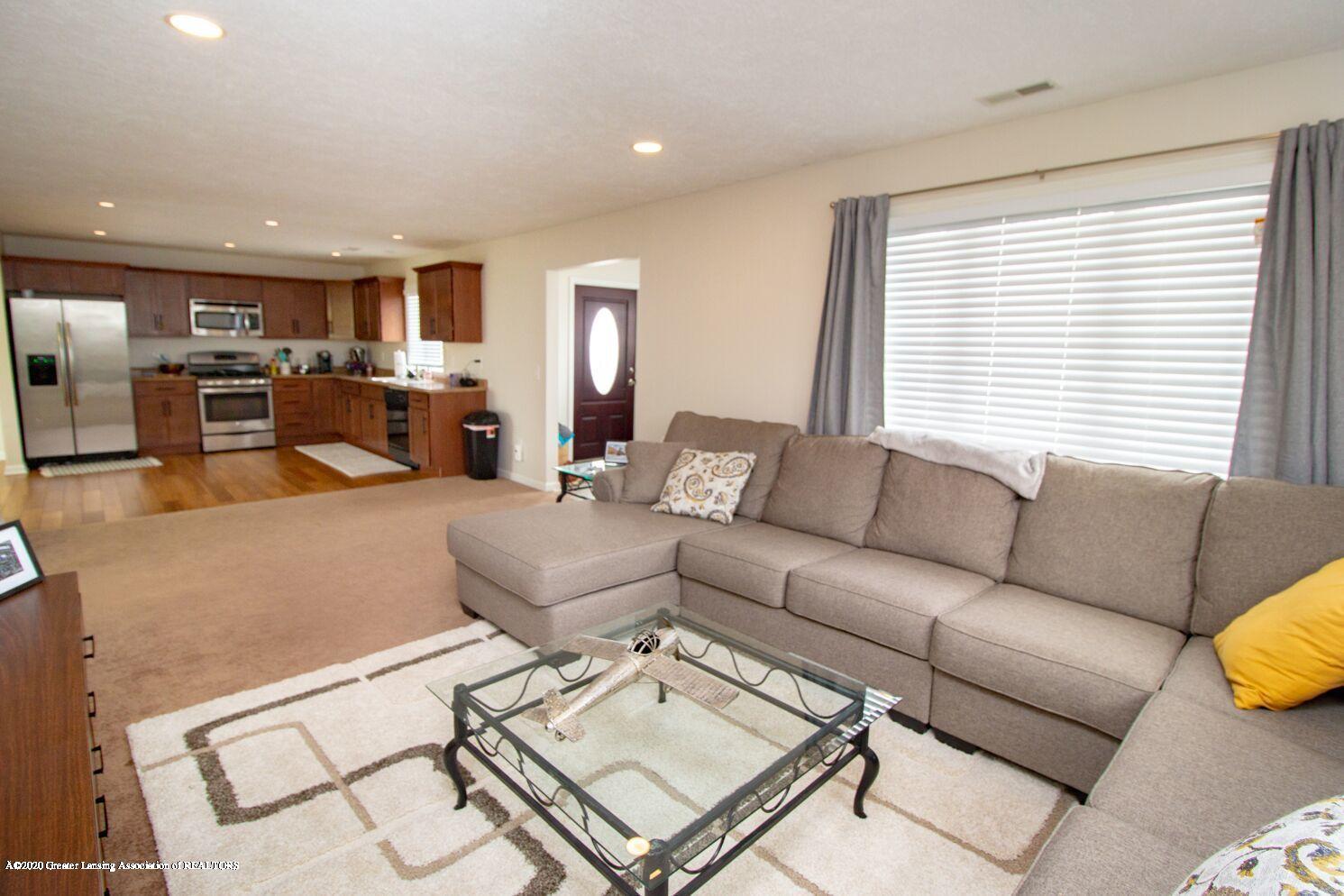 2231 Vandecarr Rd - livingroom2 - 4