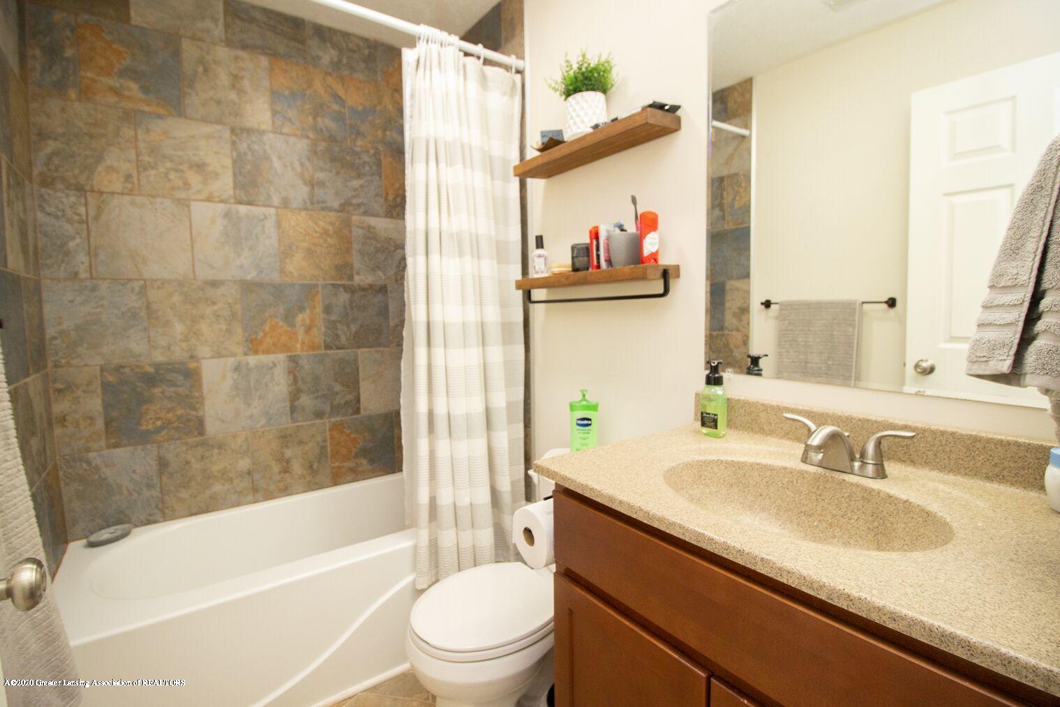 2231 Vandecarr Rd - bath room - 10