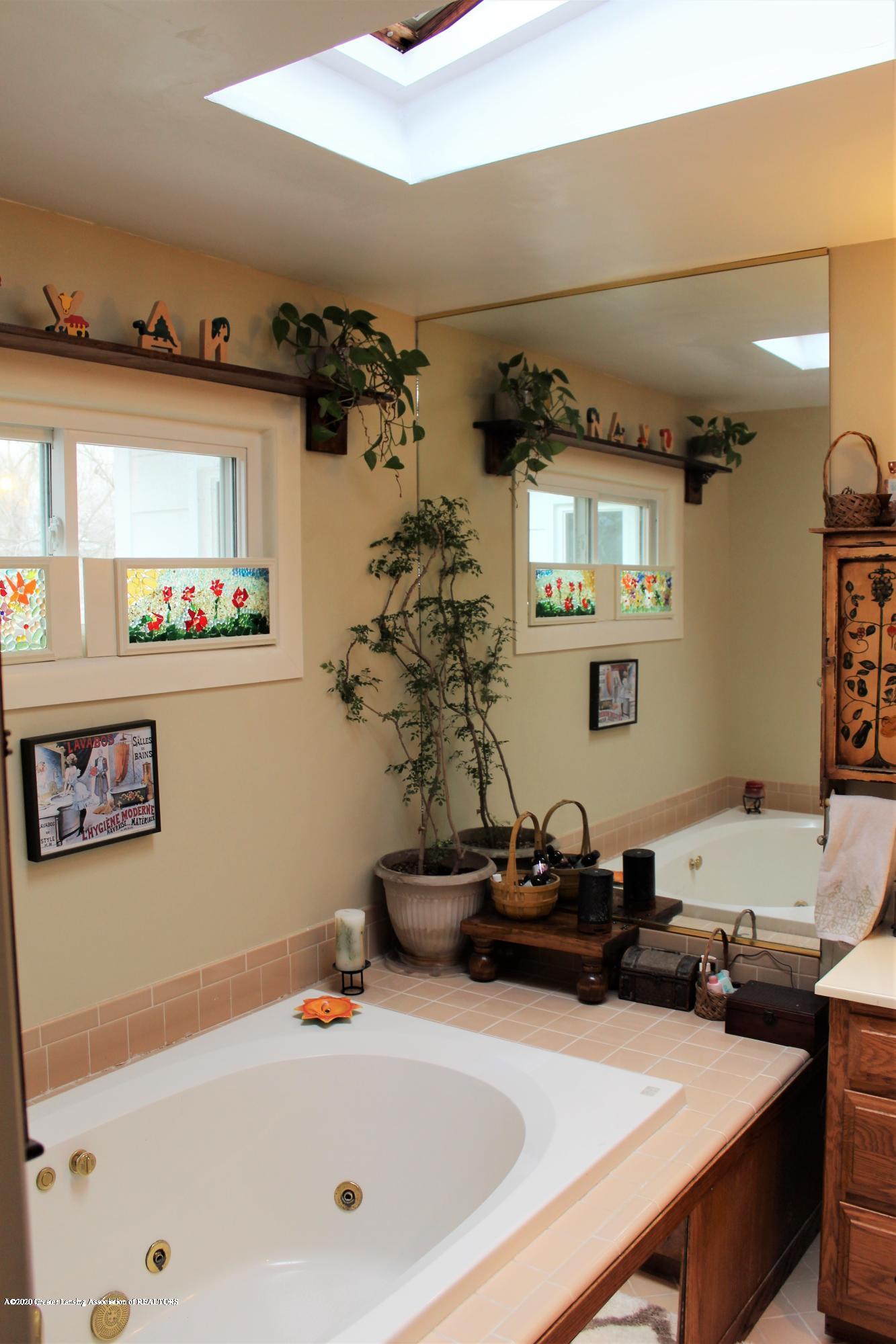 2019 Pawnee Trail - master bath - 24