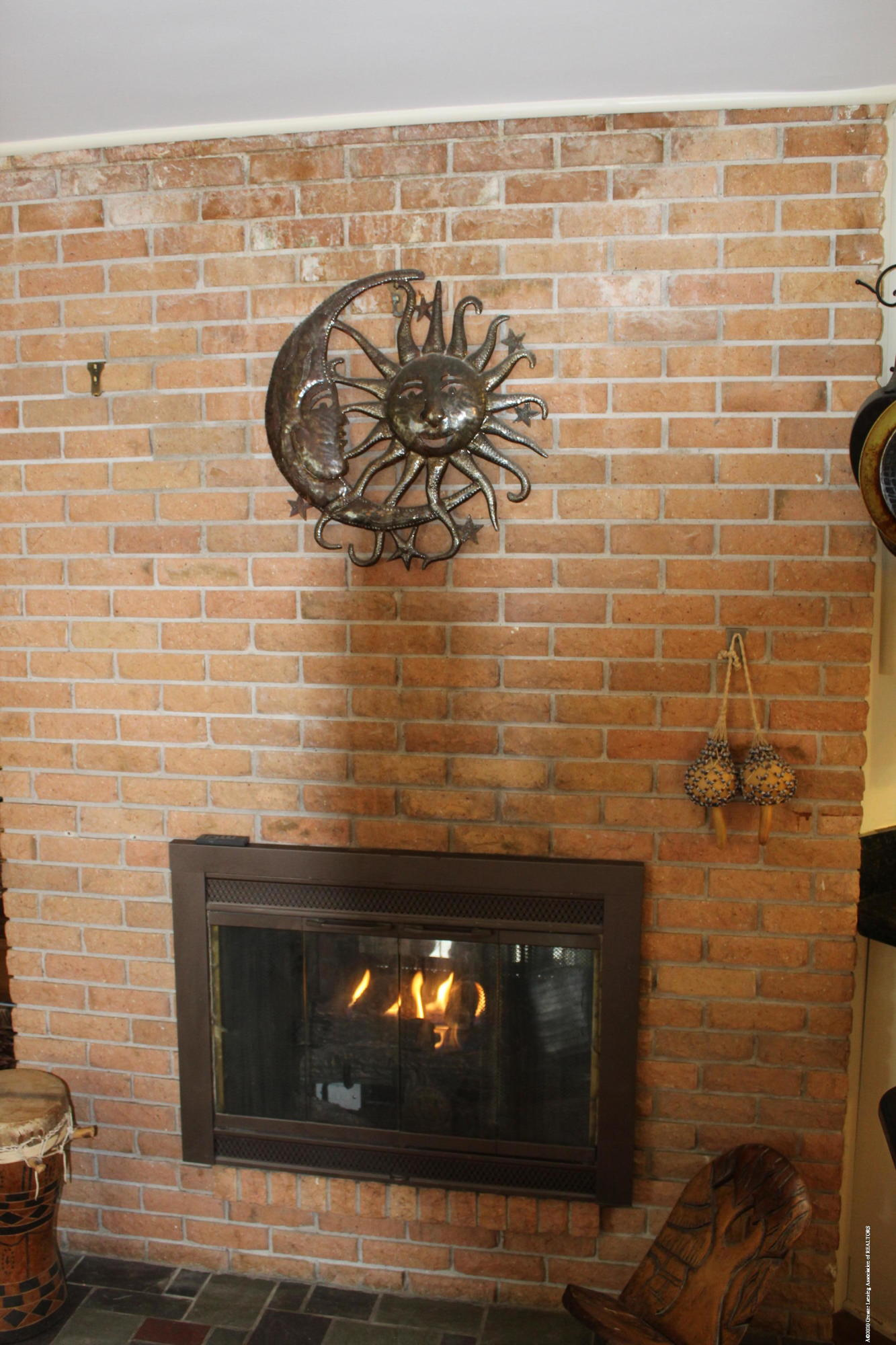 2019 Pawnee Trail - family room fireplace - 17
