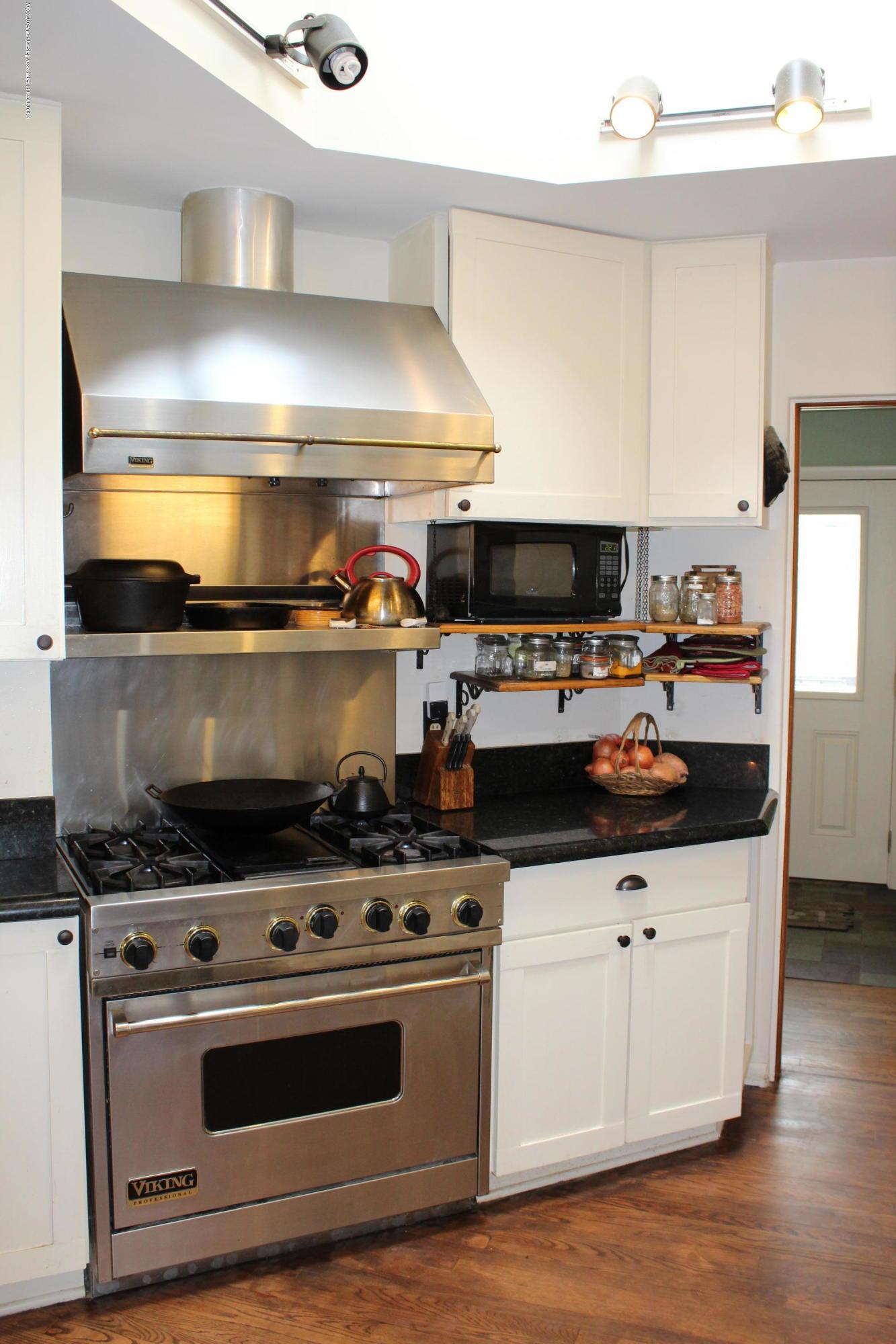 2019 Pawnee Trail - kitchen - 9