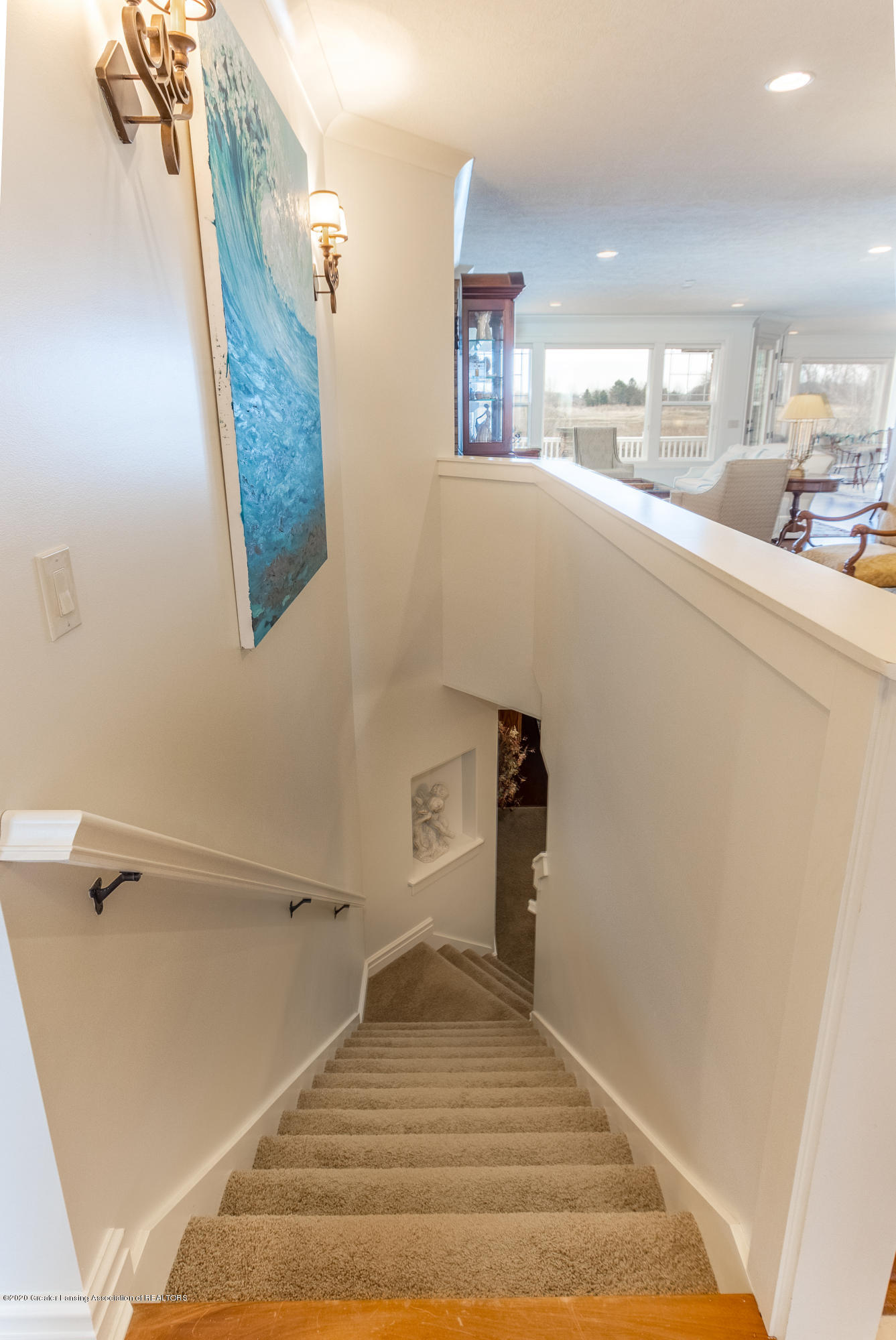 528 Aquila Dr - Stairway to Lower Level - 33