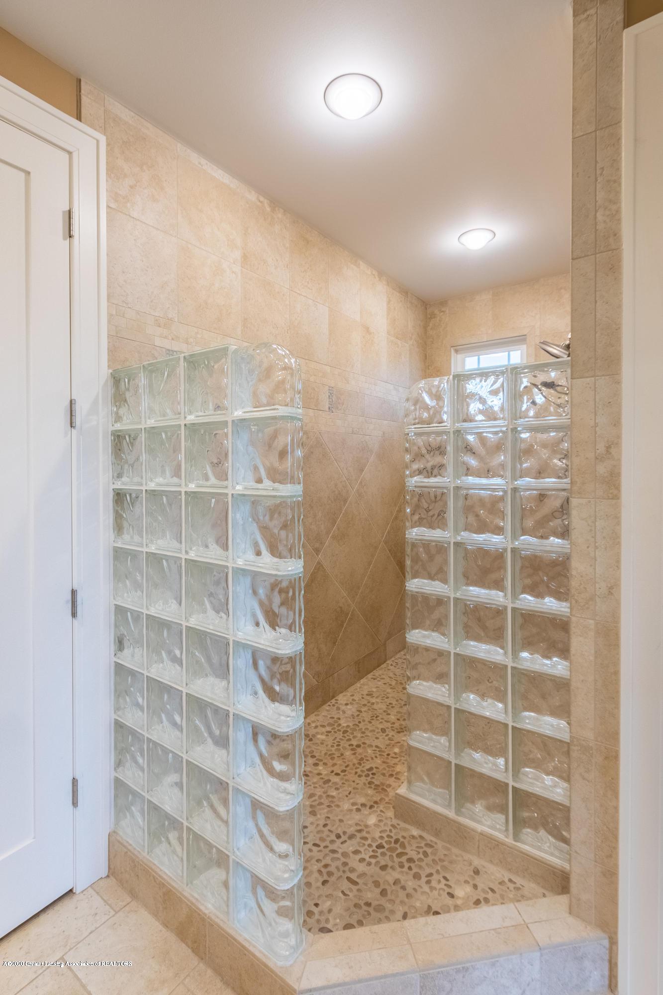 528 Aquila Dr - Glass Block Shower - 26