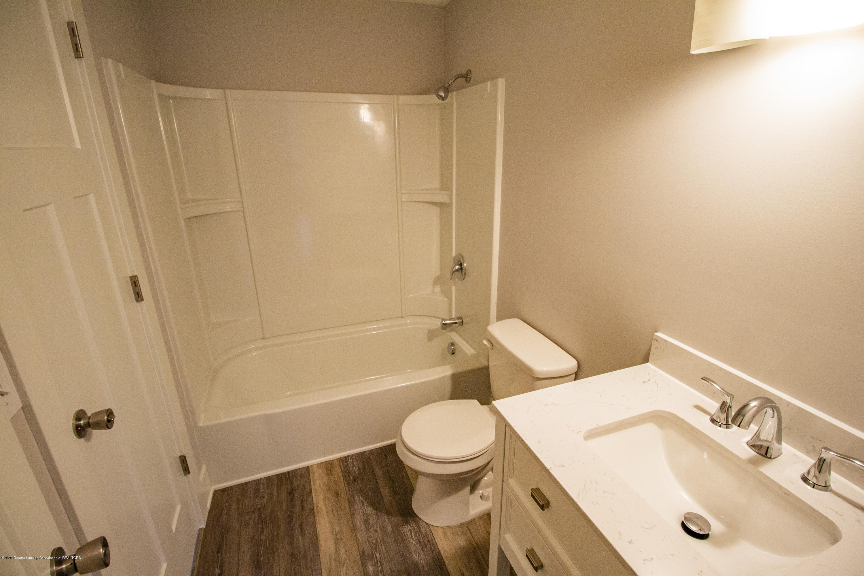 5407 Catalpa Dr - Upstairs bath - 17