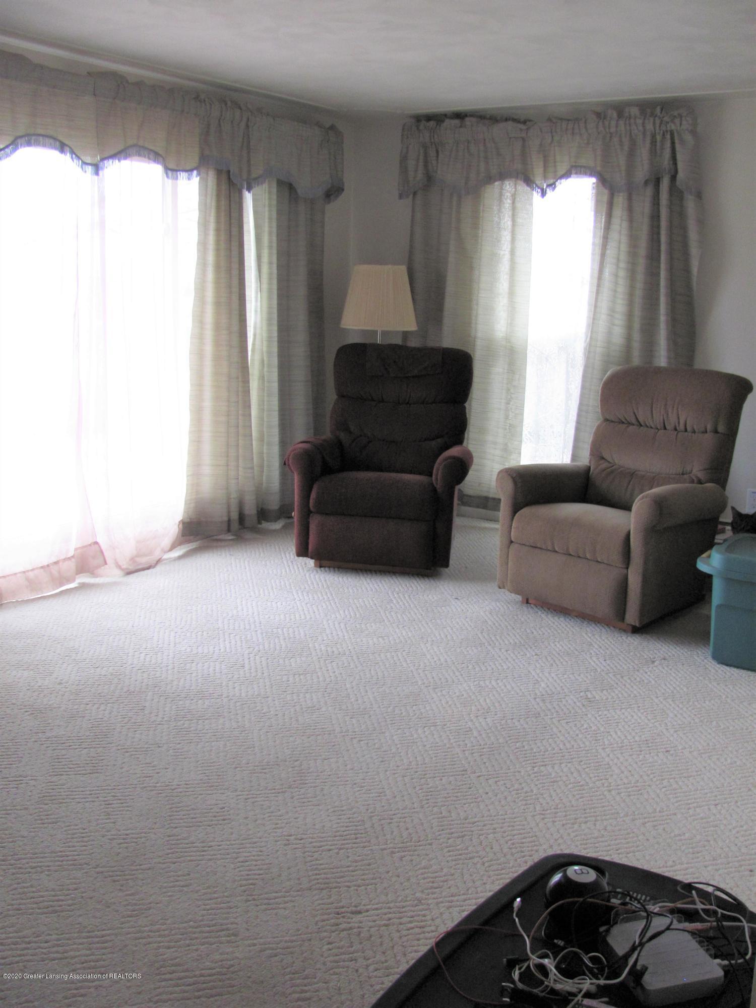 4383 Lansing Rd - Living Room - 20