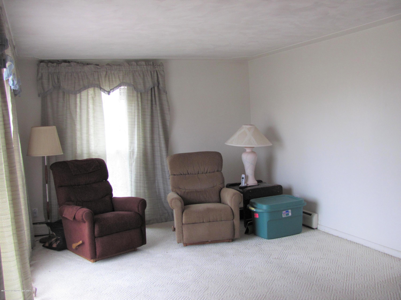 4383 Lansing Rd - Living Room - 21