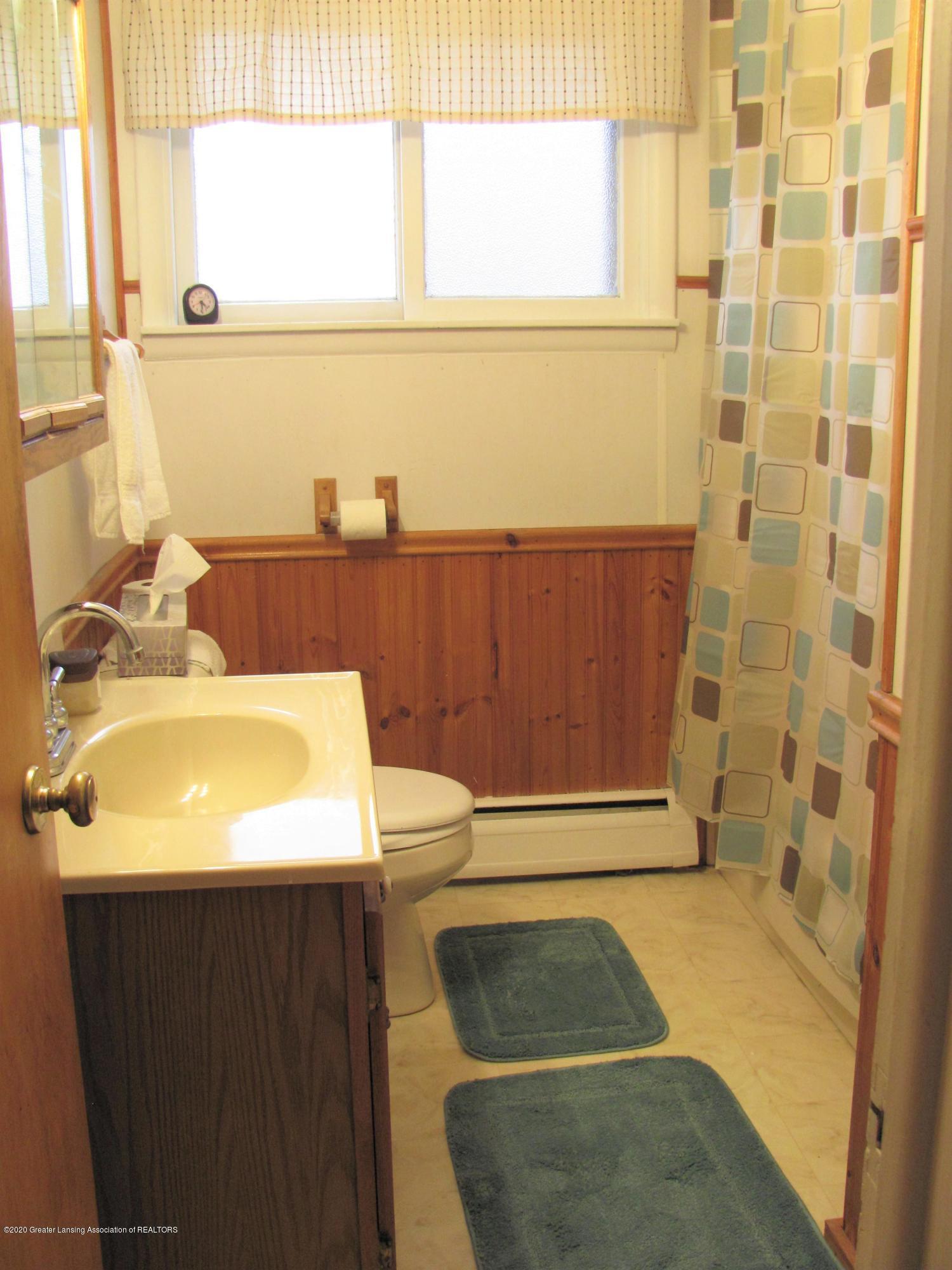 4383 Lansing Rd - Full Bathroom - 22