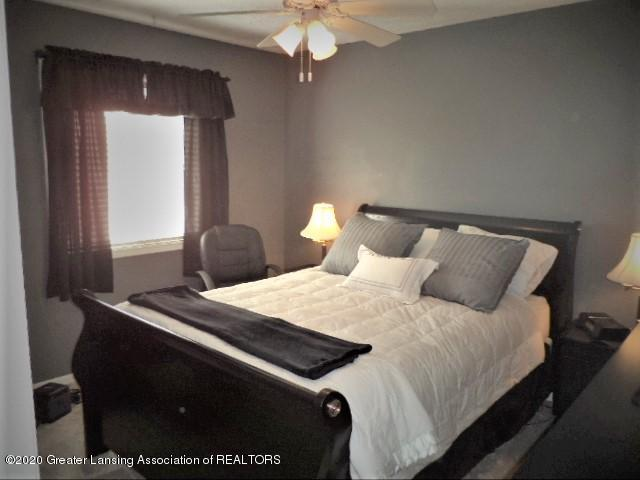 401 Meadowview Dr - Bedroom 1 - 18