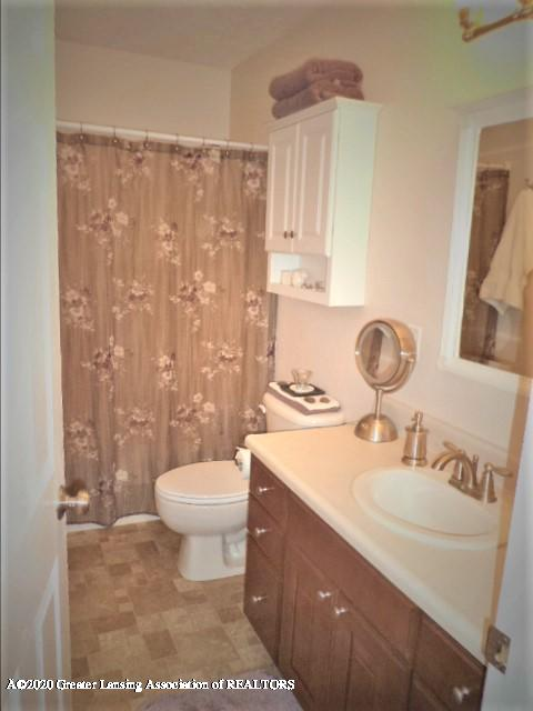 401 Meadowview Dr - Full Bathroom - 17
