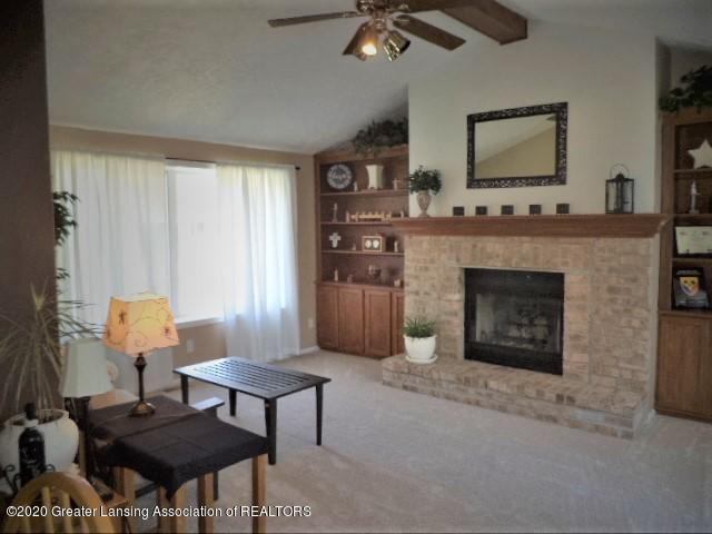 401 Meadowview Dr - Family Great Room - 25