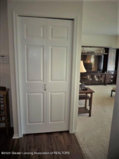 401 Meadowview Dr - Coat closet at Living & Dining areas - 8