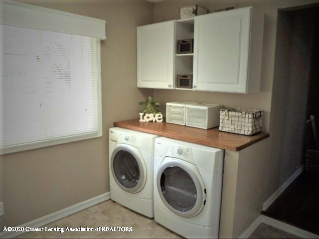 401 Meadowview Dr - 1st floor laundry - 33