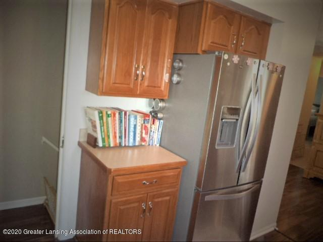401 Meadowview Dr - Lots of kitchen cabinetry - 15