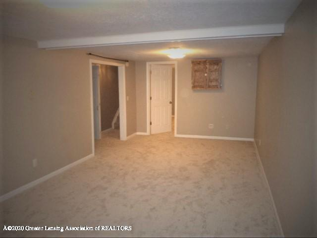 401 Meadowview Dr - Lower level family rec room - 36
