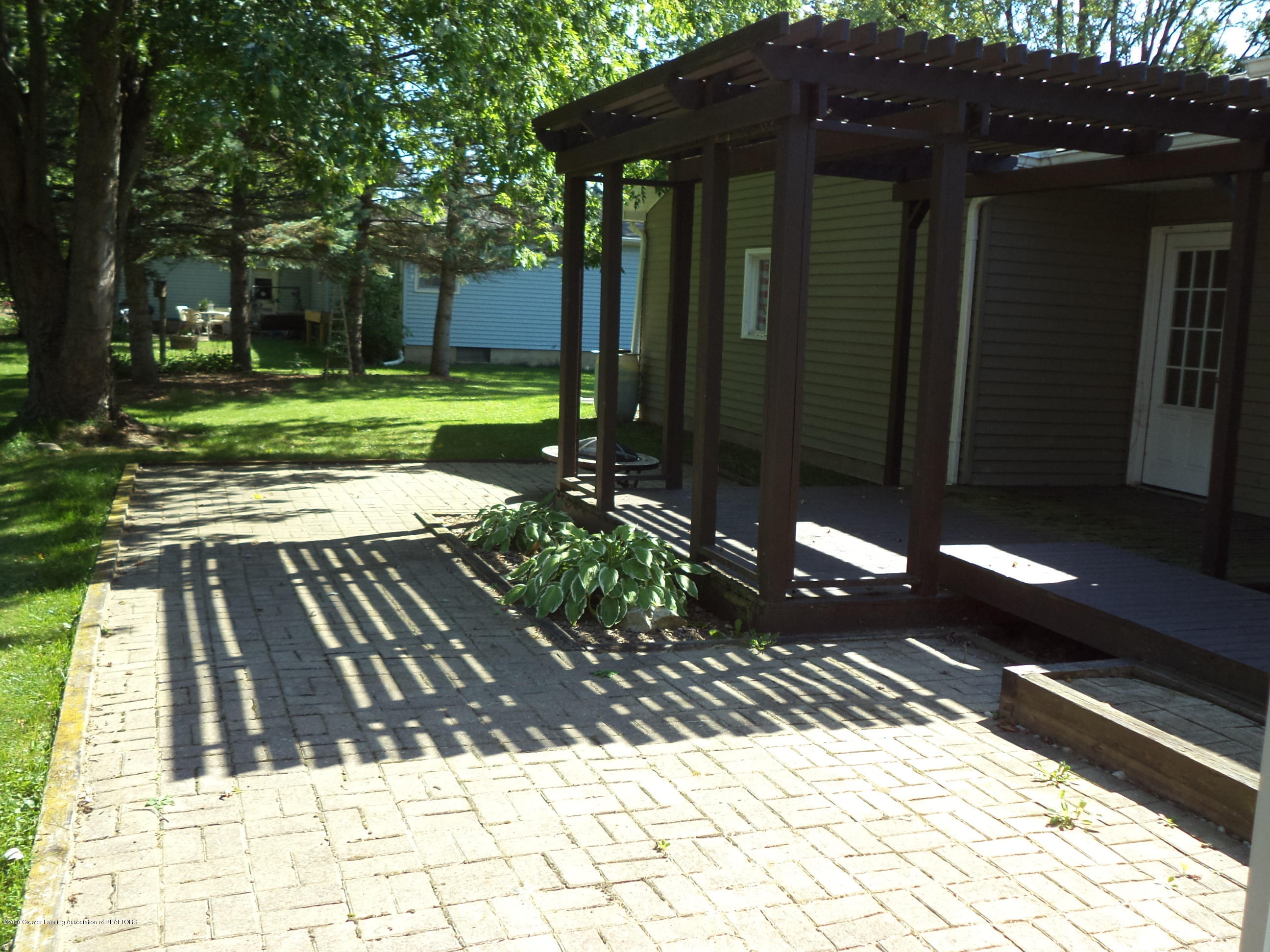401 Meadowview Dr - View of paver blocks & deck pergola area - 53