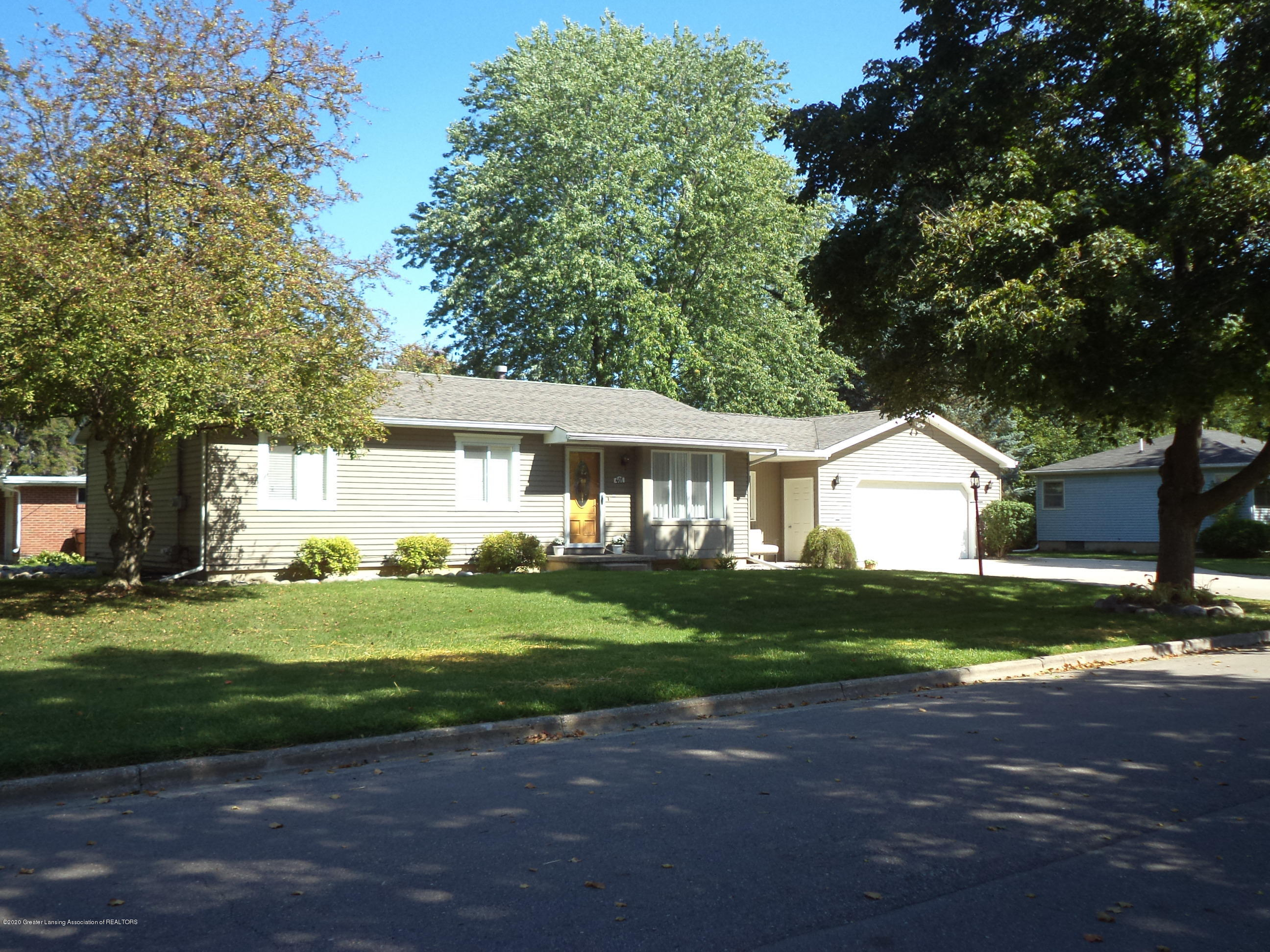401 Meadowview Dr - Front view 2 - 2
