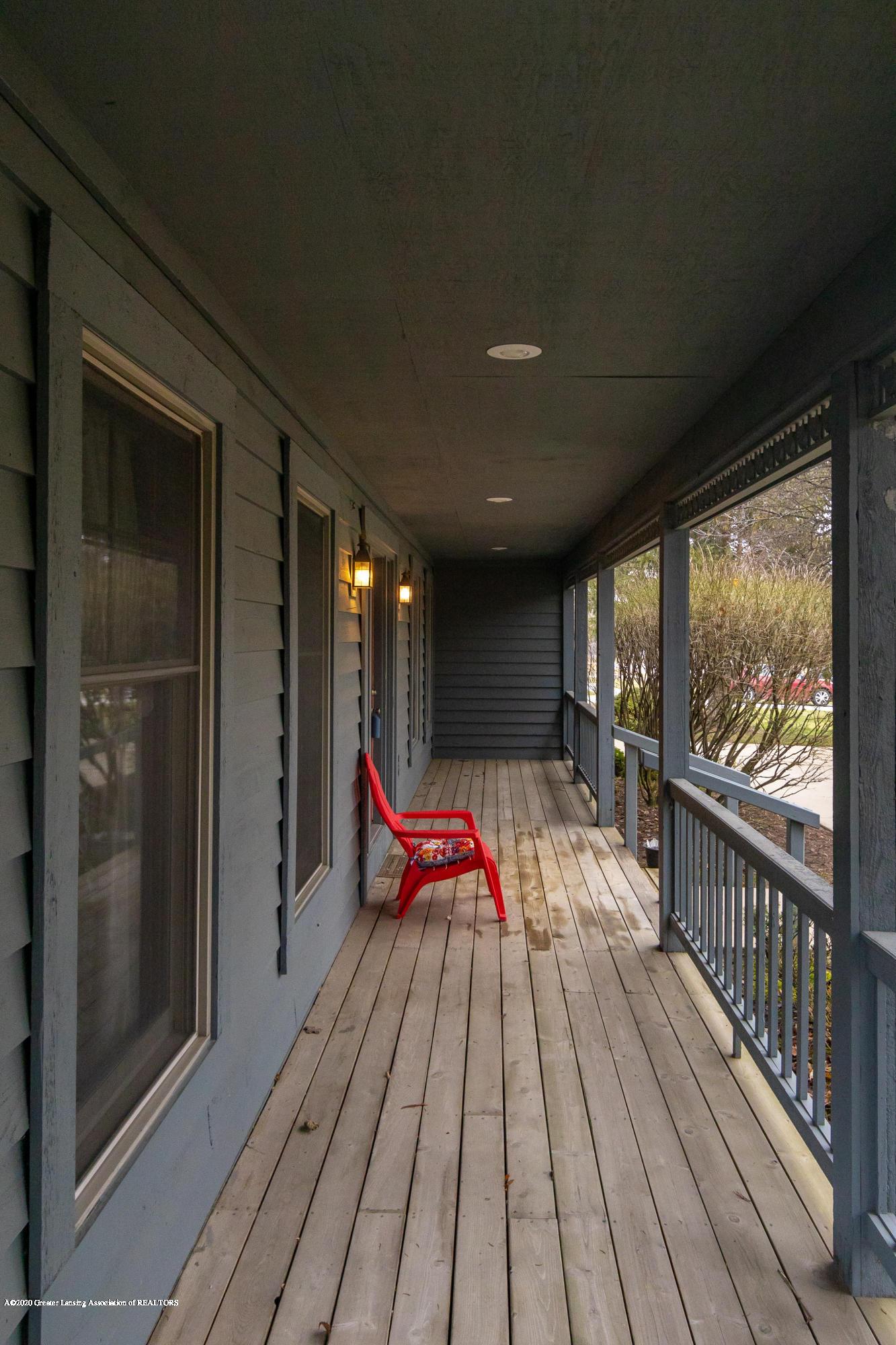 3945 Breckinridge Dr - Front Porch - 6
