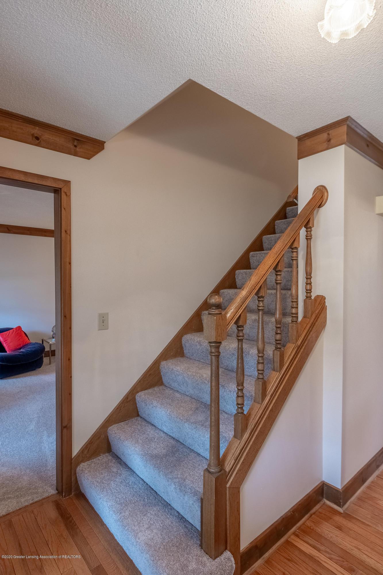3945 Breckinridge Dr - Stairs to Upper Level - 8