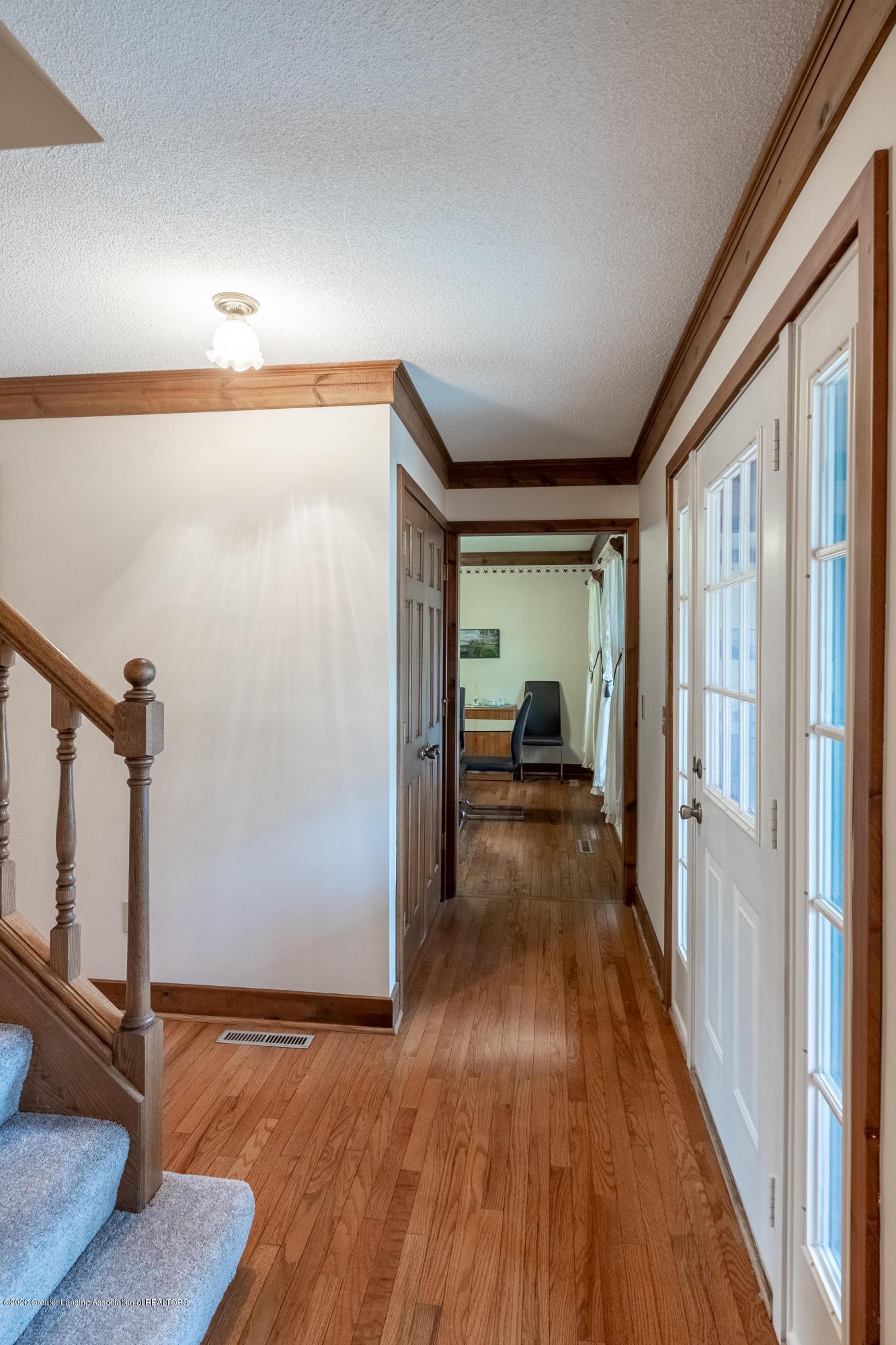 3945 Breckinridge Dr - Foyer - 9