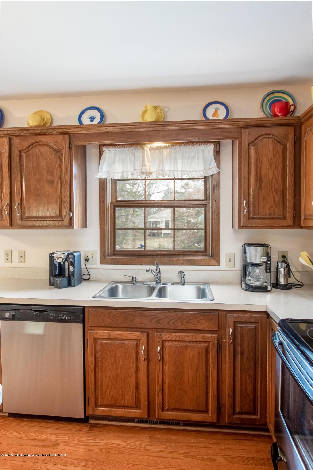 3945 Breckinridge Dr - Kitchen - 16