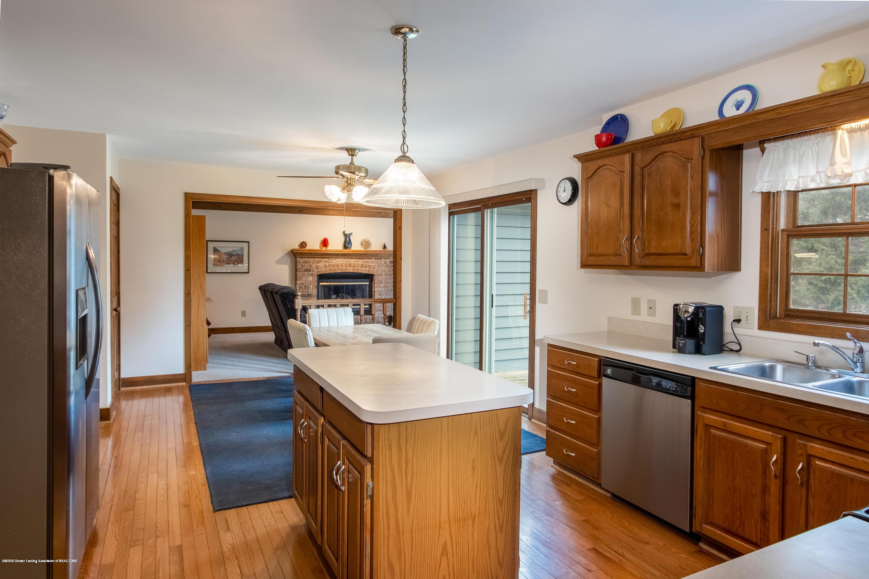 3945 Breckinridge Dr - Kitchen - 17