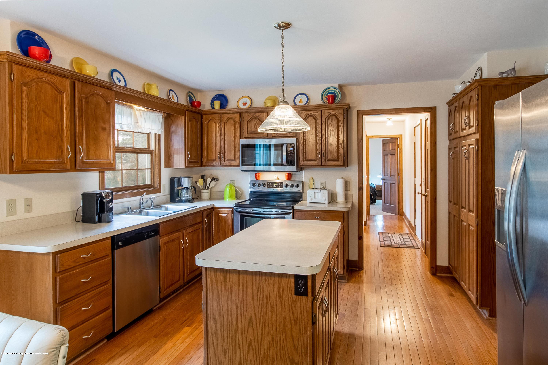 3945 Breckinridge Dr - Kitchen - 18