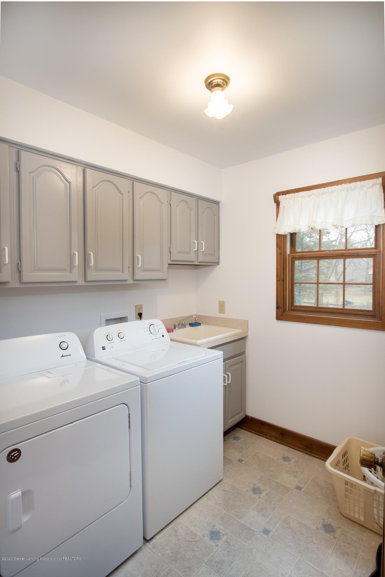3945 Breckinridge Dr - First Floor Laundry - 29