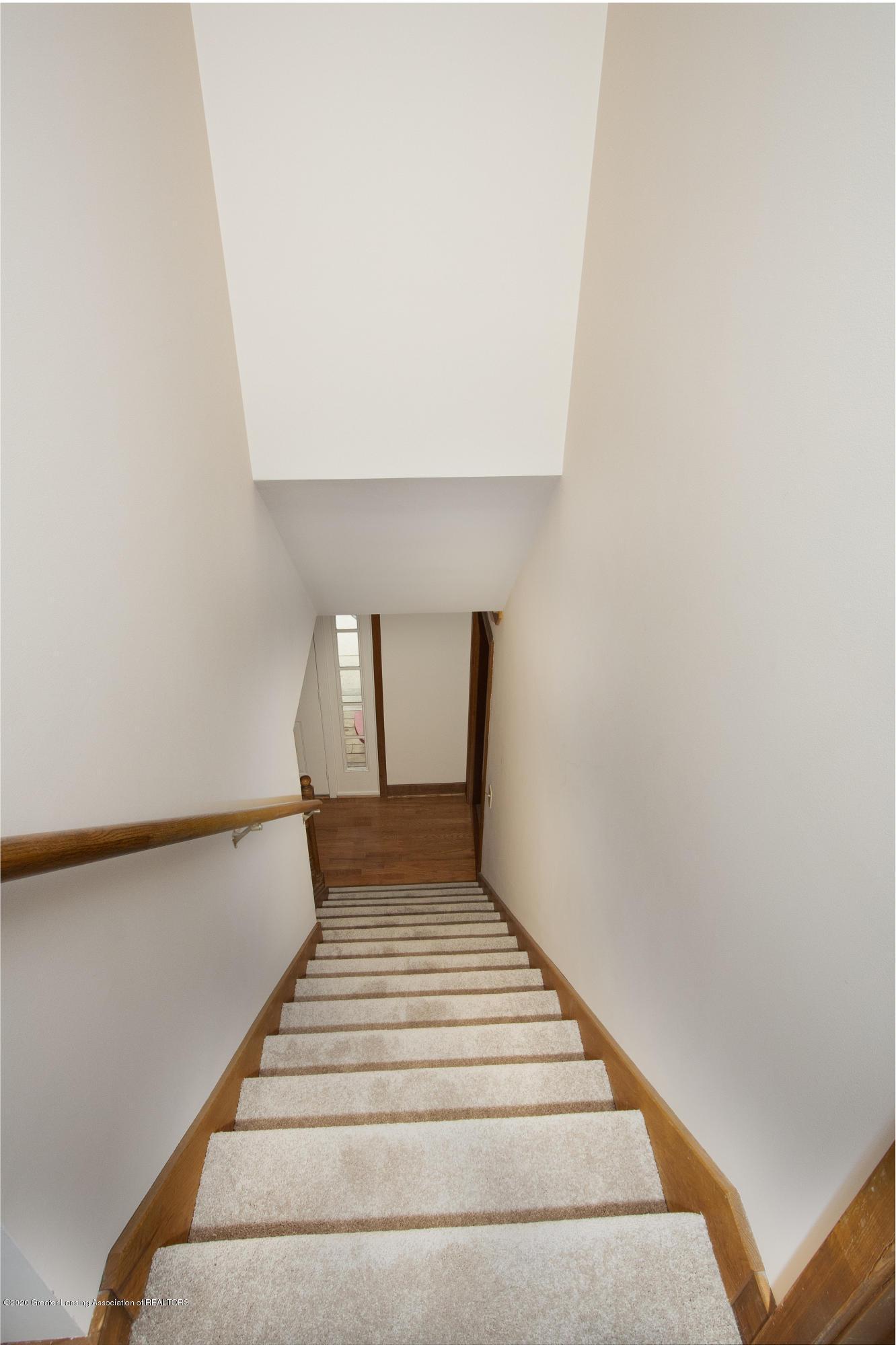 3945 Breckinridge Dr - Stairs to Upper Level - 30