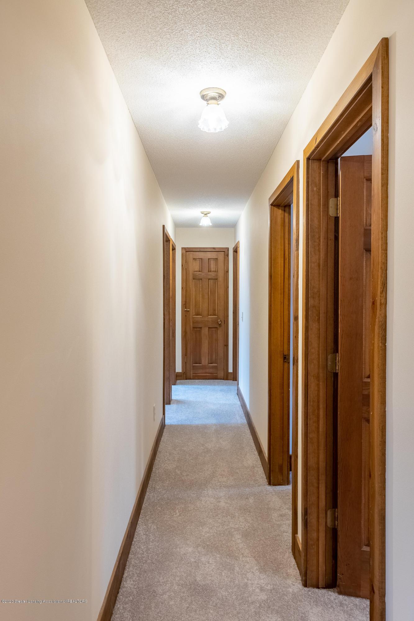 3945 Breckinridge Dr - Hallway Upper Level - 34